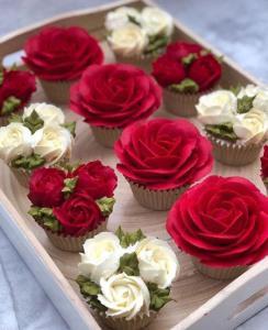 ترفند تزئین 3 مدل کاپ کیک های گل گلی