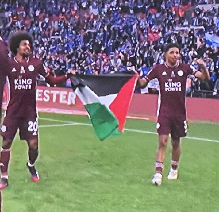 عکس/ جشن قهرمانی بازیکنان لستر سیتی با پرچم فلسطین