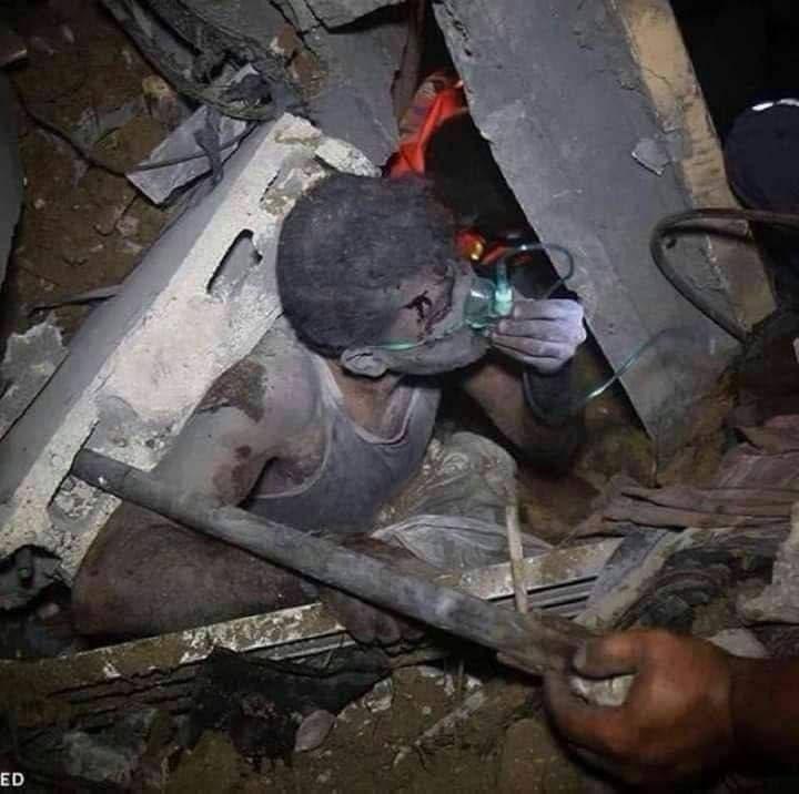 نفس های به شماره افتاده یک فلسطینی زیر آوار
