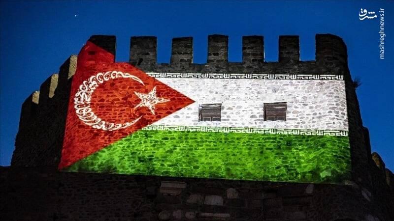 نمایش پرچم ترکیبی ترکیه، ایران و فلسطین در آنکارا