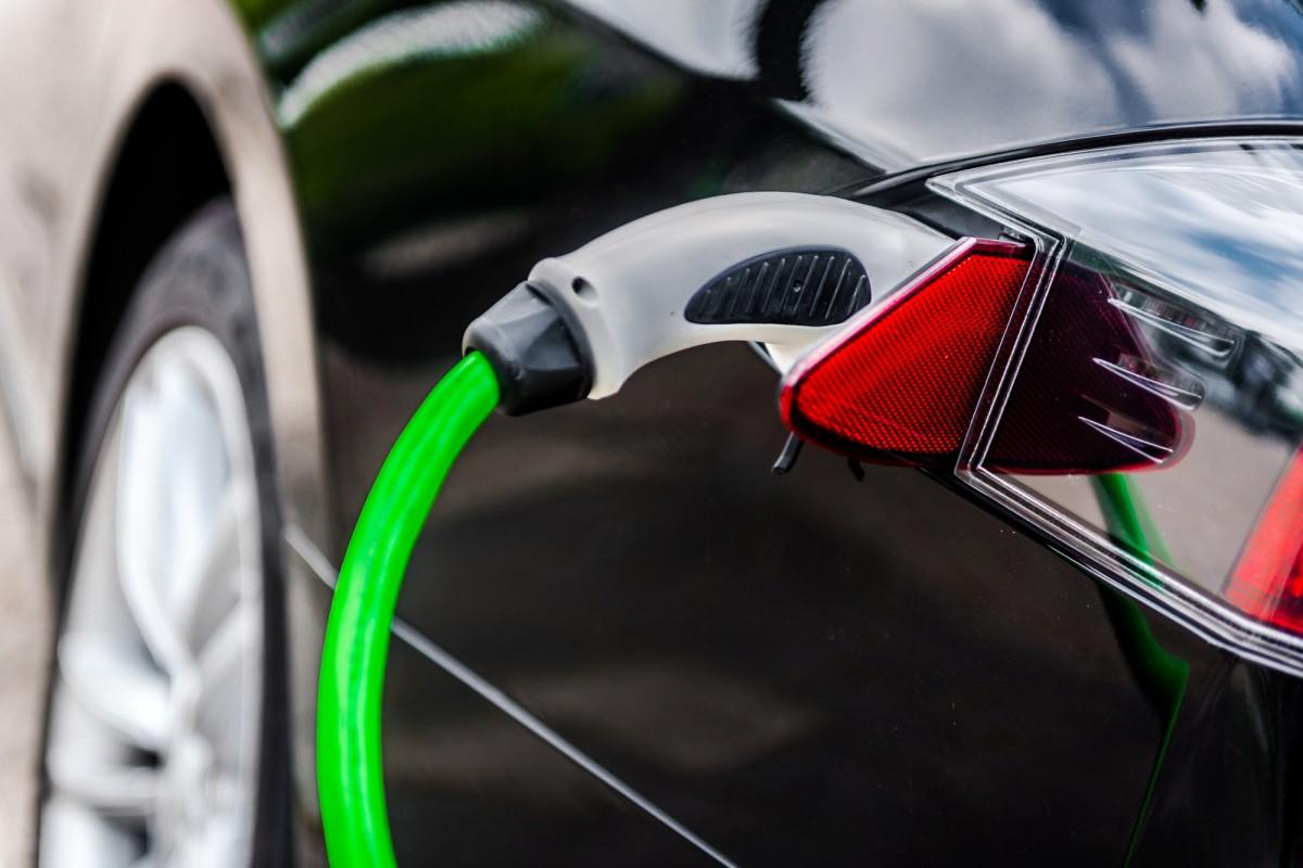 توسعه باتری ساندویچ شکلی که خودروهای برقی را در ۱۰ دقیقه شارژ میکند