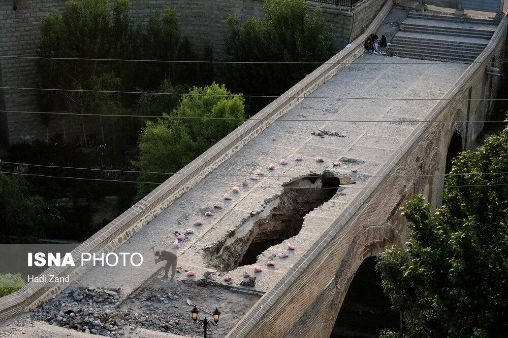 عکس/ این پلِ تاریخیِ سوراخ را کسی نمیبیند؟!