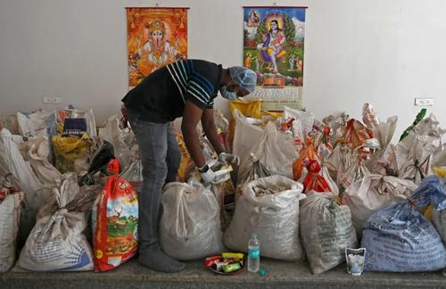 خاکستر هندی ها در گونی های بسته بندی شده!