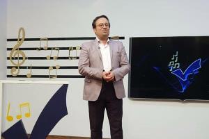 مجری برنامه «ترانه باران» به جای عذرخواهی بازهم سوتی داد!
