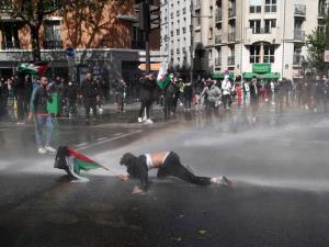 درگیری پلیس فرانسه با معترضان به جنایات اسرائیل