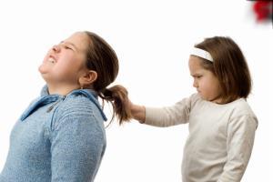 دخترهایم همیشه با هم دعوا دارند