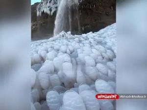 منظرهی عجیبی در ایسلند که به وسیلهی بلورهای یخ شکل گرفته