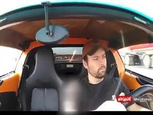 یادش میمونه تو حرکت سقف ماشینش رو باز نکنه!