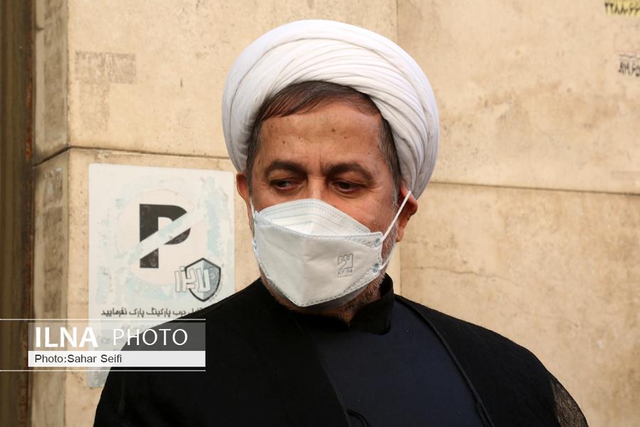 عکس/ پدر روح الله زم در مراسم تشییع پیکر اکبر ترکان