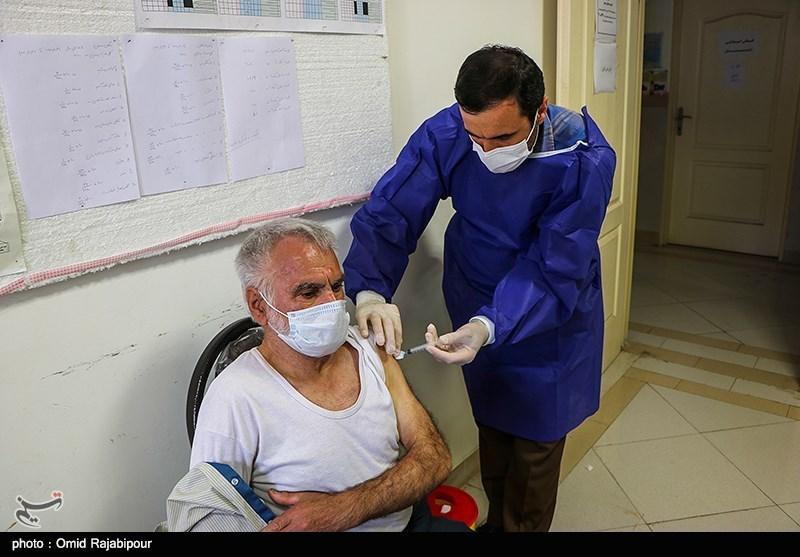 عکس/ واکسیناسیون گروه سنی بالای ۷۵ سال در گیلان