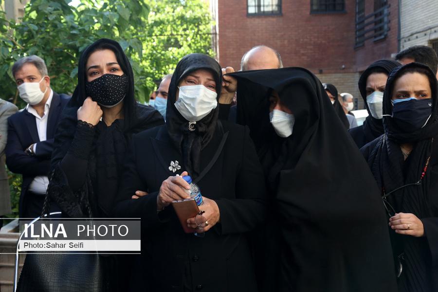 عکس/ سوگواری همسر اکبر ترکان در مراسم تشییع