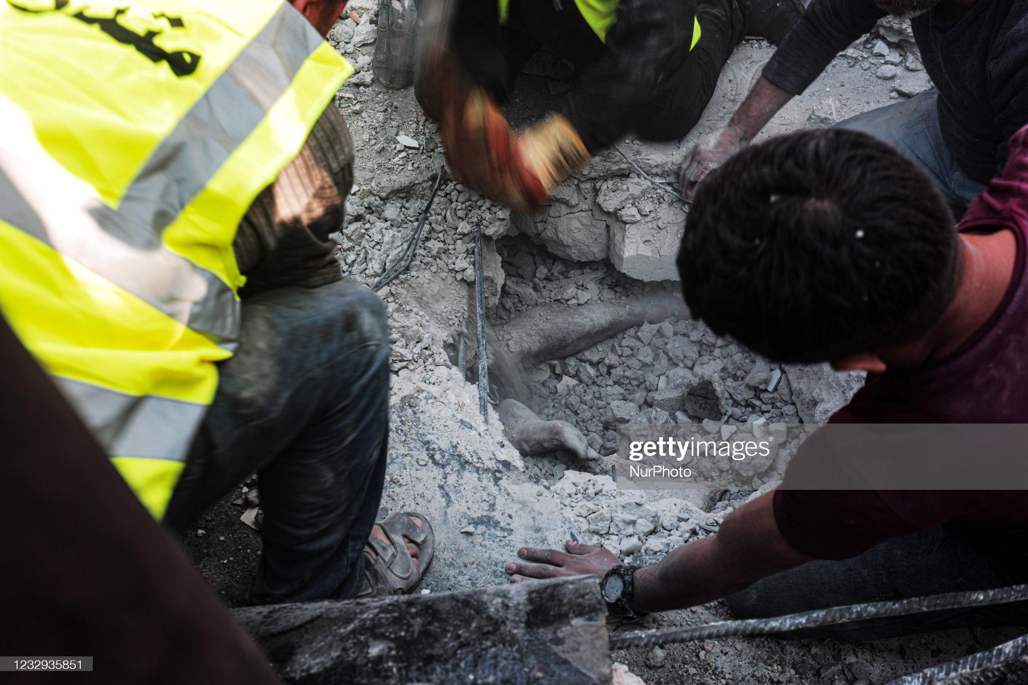 تصاویری دردناک از مدفون شدن فلسطینی ها زیر آوار حملات اسرائیلی ها