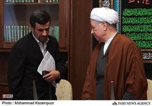 مشاور آیتالله هاشمی: احمدینژاد از عالم و آدم طلبکار است
