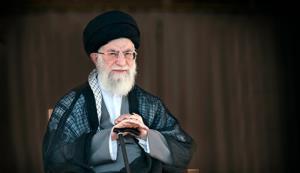 تصویر دیده نشده از رهبر انقلاب در حال ثبتنام برای انتخابات