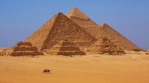 چه کسانی اهرام مصر را ساختند؟