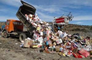 بیش از ۳۰۰۰ کیلوگرم مواد غذایی غیر مجاز در کرمانشاه معدوم شد