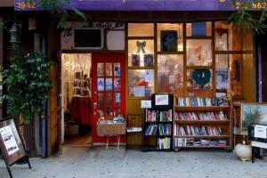 مالک این کتابفروشیها خودشان نویسندههای مشهوری هستند