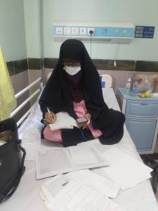 معلم جیرفتی بر روی تخت بیمارستان از دانشآموزان امتحان گرفت