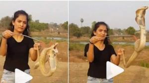 نمایش خطرناک دختر جوان با مار کبرا!