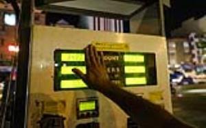 تاکید و تکذیب افزایش نرخ بنزین در یک هفته اخیر