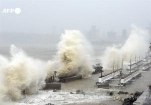مفقود شدن ۱۲۷ سرنشین یک قایق در توفان هند