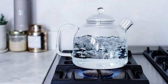 خطر 2 بار جوشاندن آب برای درست کردن چای