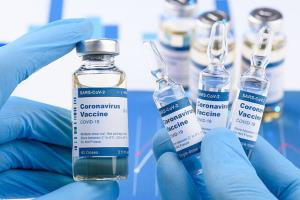 ۳ درصد کرمانشاهیان علیه کرونا واکسینه شدهاند