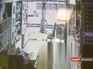 سرقت عجیب گوشی موبایل از دست صاحب مغازه