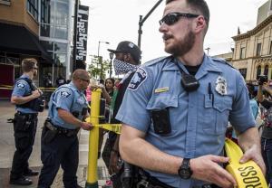 اعتراضات مردمی مینیاپولیس در پی کشته شدن یک سیاه پوست دیگر