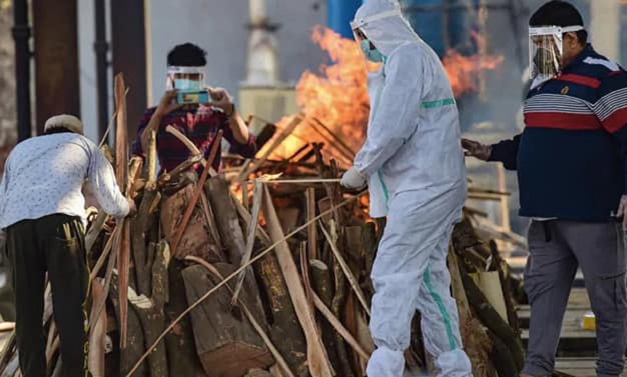 شوک مرد هندی از زنده بودن زنش که سوزانده شده بود!