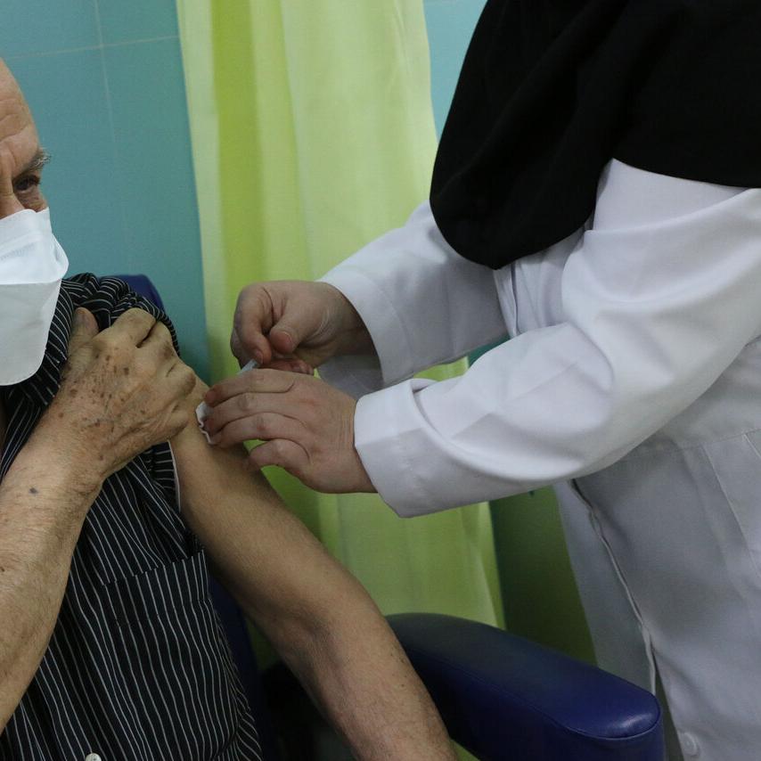 رییسی: تزریق واکسن کرونا متوقف نشده است