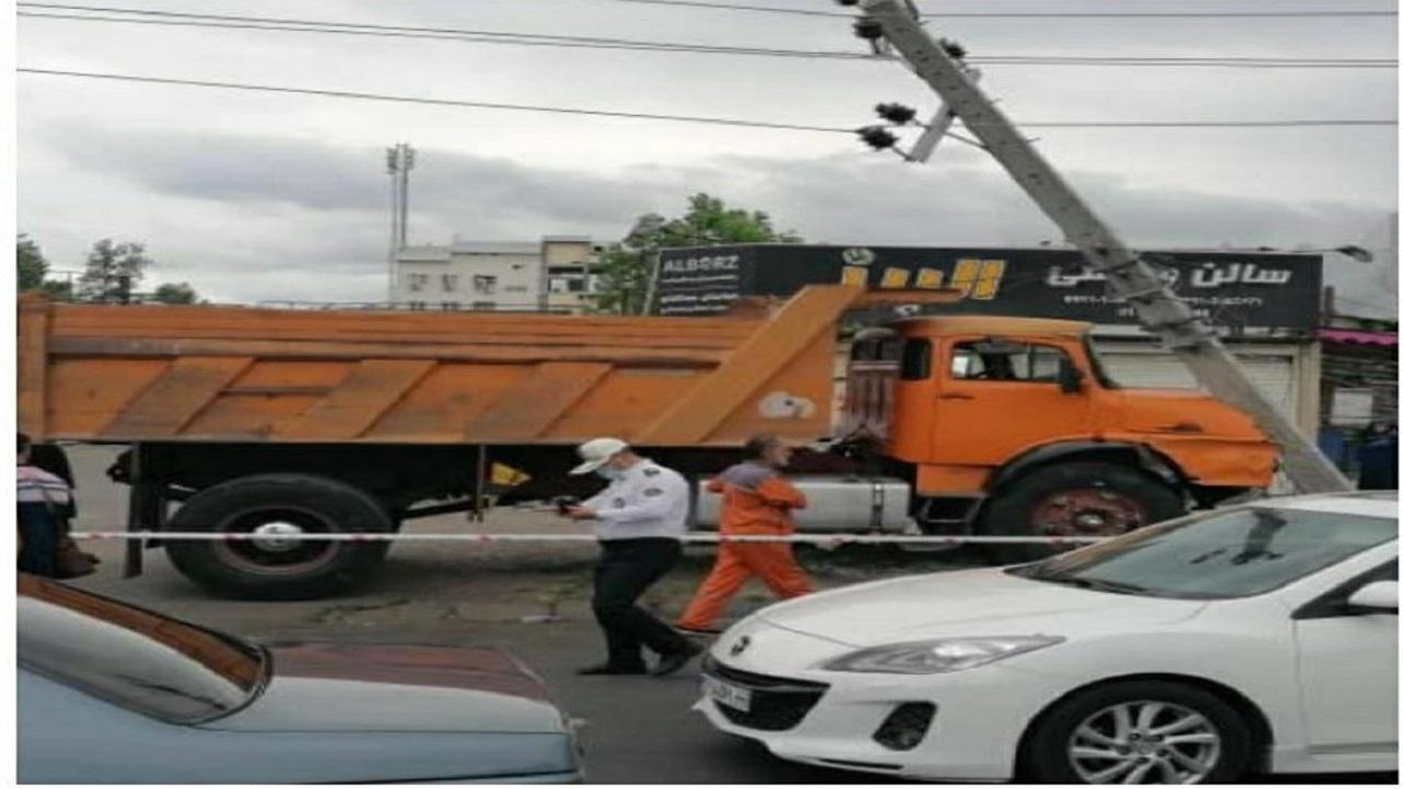 برخورد یک کامیون با ۳ خودرو و یک دوچرخه؛ ۶ نفر مصدوم شدند