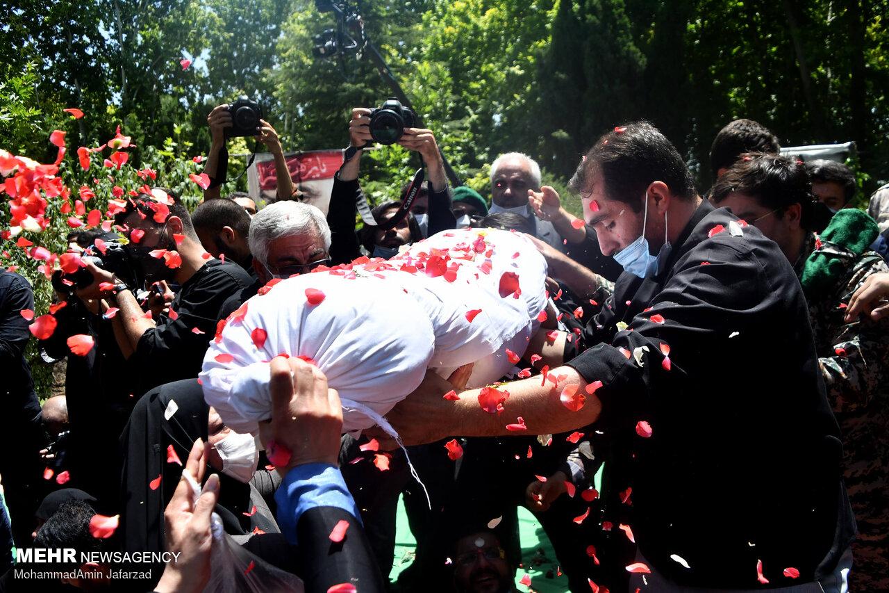 خاکسپاری دو شهید گمنام دفاع مقدس در بوستان اندیشه