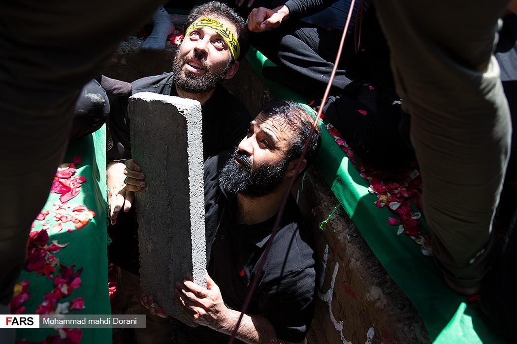 عکس/ عبدالرضا هلالی در تدفین دو شهید گمنام