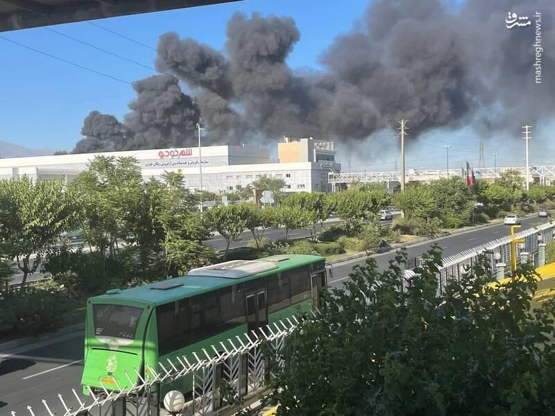 آتشسوزی در انبار پالت شرکت تولید نوشیدنی