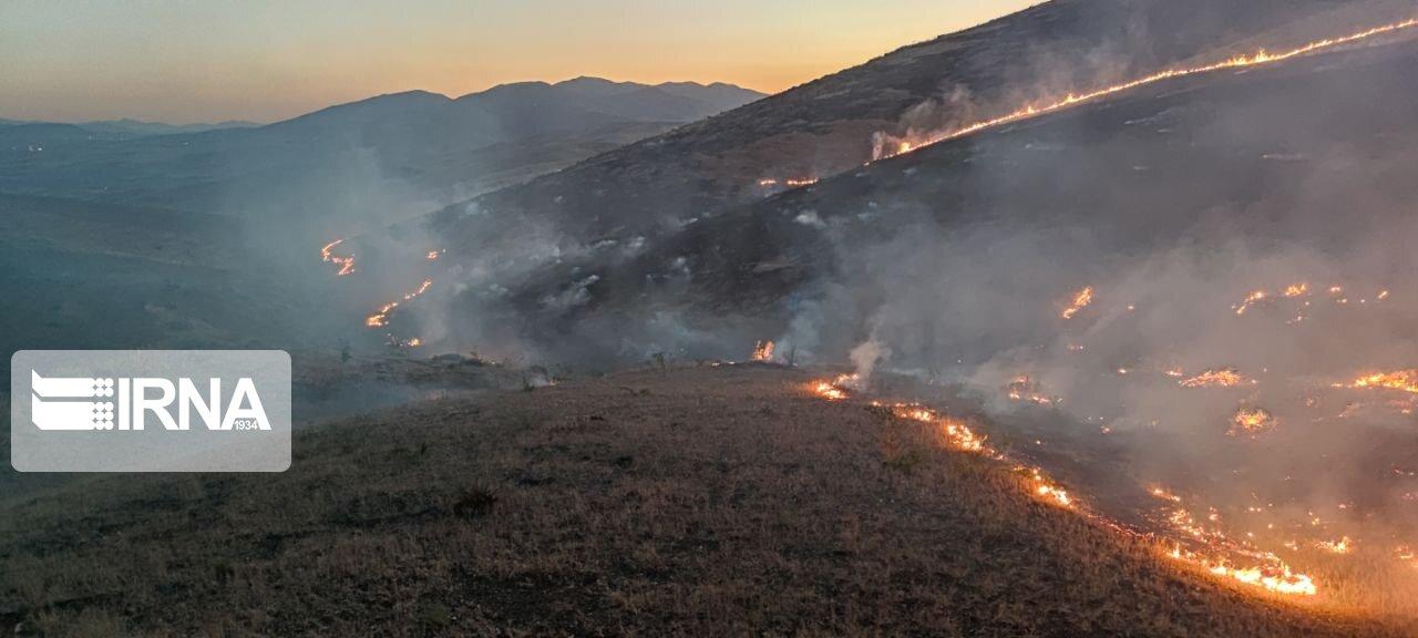 ۹۰ هکتار از مراتع سروآباد کردستان طعمه حریق شد