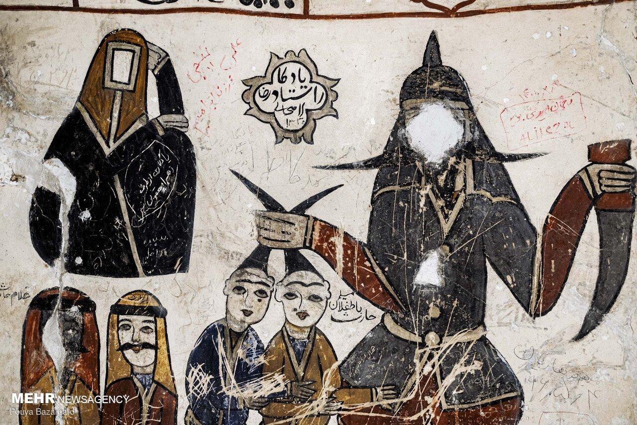 نقاشی های قاجار در بقعه باباجان دره