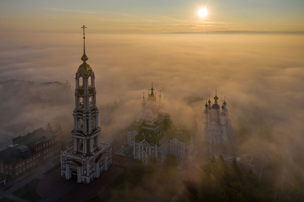 شکوه ساختمان ها در مه غلیظ