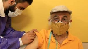 فریدون جیرانی و چند هنرمند سرشناس واکسینه شدند