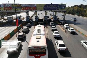 ترافیک در برخی خروجیهای مشهد نیمهسنگین است