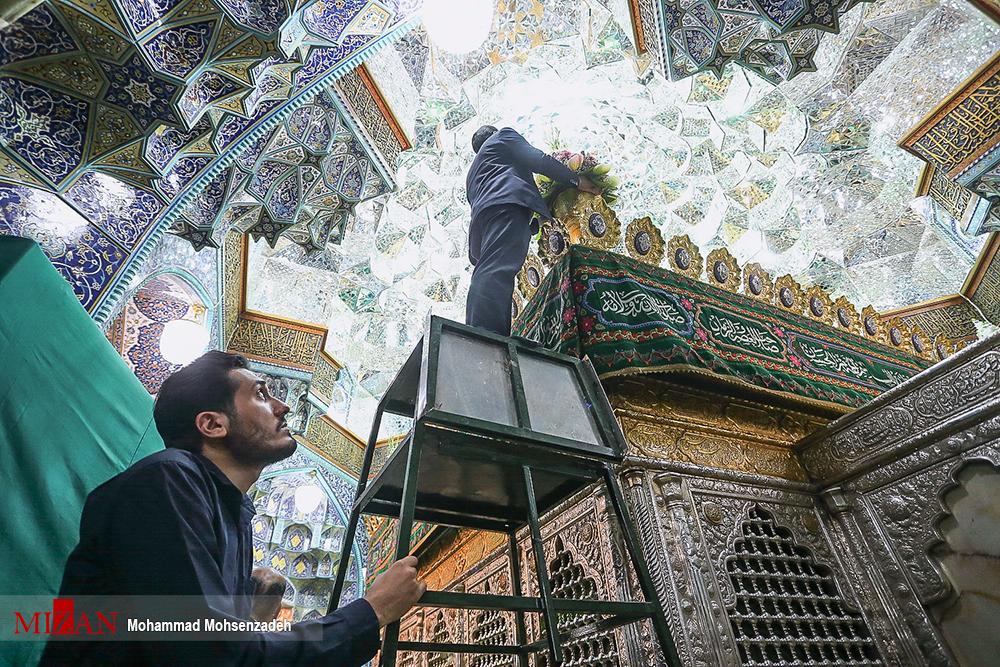 تصاویری خاص از گل آرایی حرم مطهر حضرت معصومه (س)