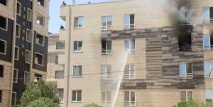 گرفتارشدن ۱۰ نفر در حریق یک آپارتمان مسکونی مشهد