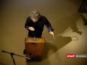 اجرای آهنگی زیبا با ساز ترمین ،سازی که نباید به آن دست زد
