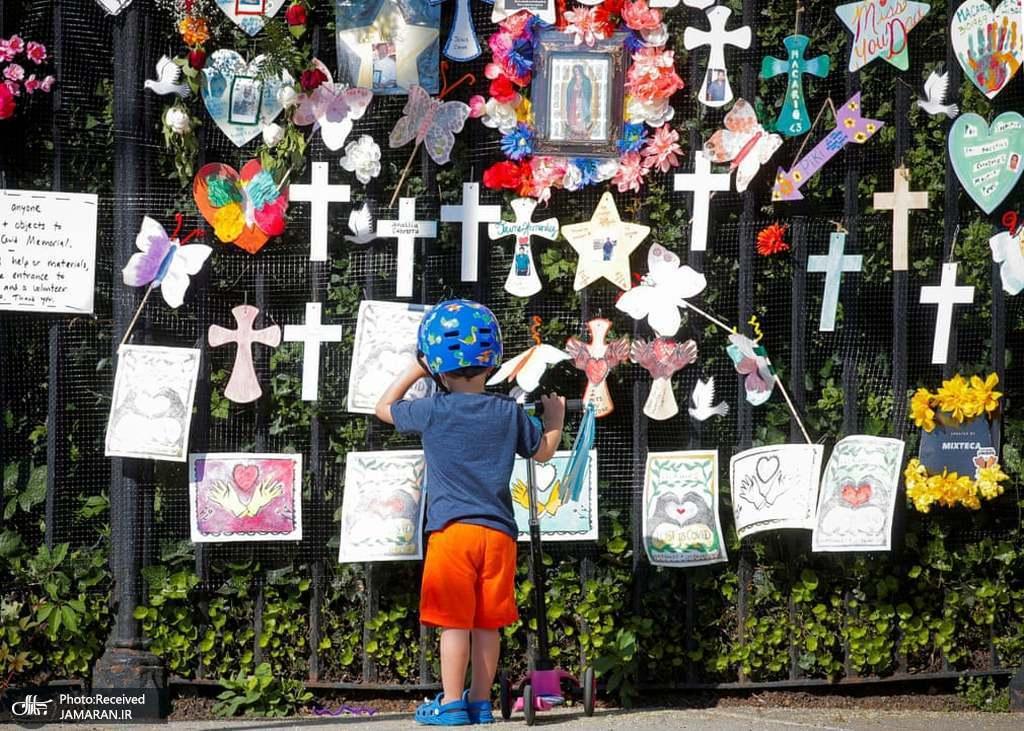 یادبود قربانیان کووید 19 در گورستان گرین وود نیویورک، آمریکا