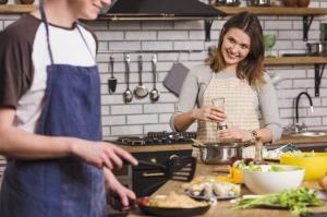 فواید آشپزی همراه همسر برای بهبود زندگی مشترک