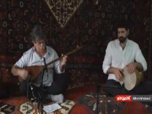 تکنوازی دیدنی با تنبور توسط استاد علی اکبر مرادی