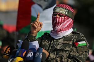 فرمانده ای که سالها از حملات رژیم اسرائیل جان سالم به در برده است