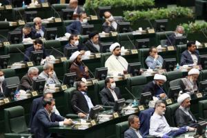 «مجلس پابرهنهها» قبایی گشاد بر تن بهارستانیها