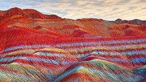 نقاشی خدا روی کوههای باشکوهی که در ایران قرار دارند