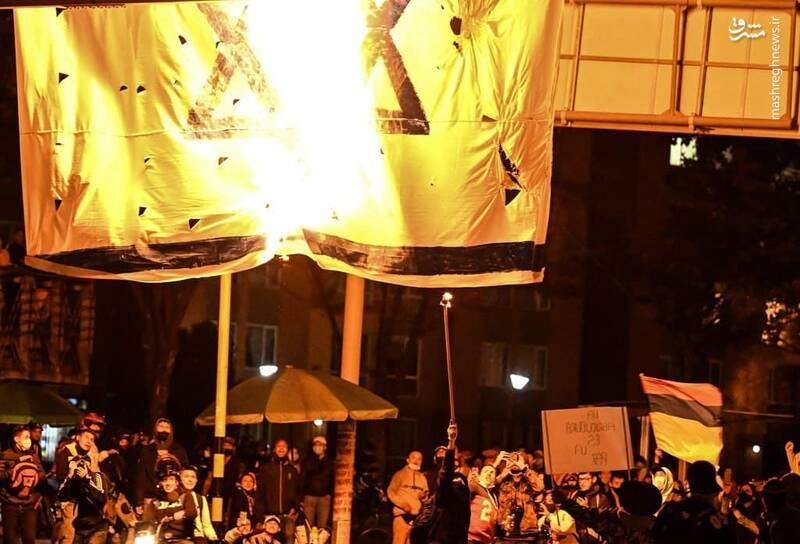 عکس/ آتش زدن پرچم اسرائیل در کلمبیا